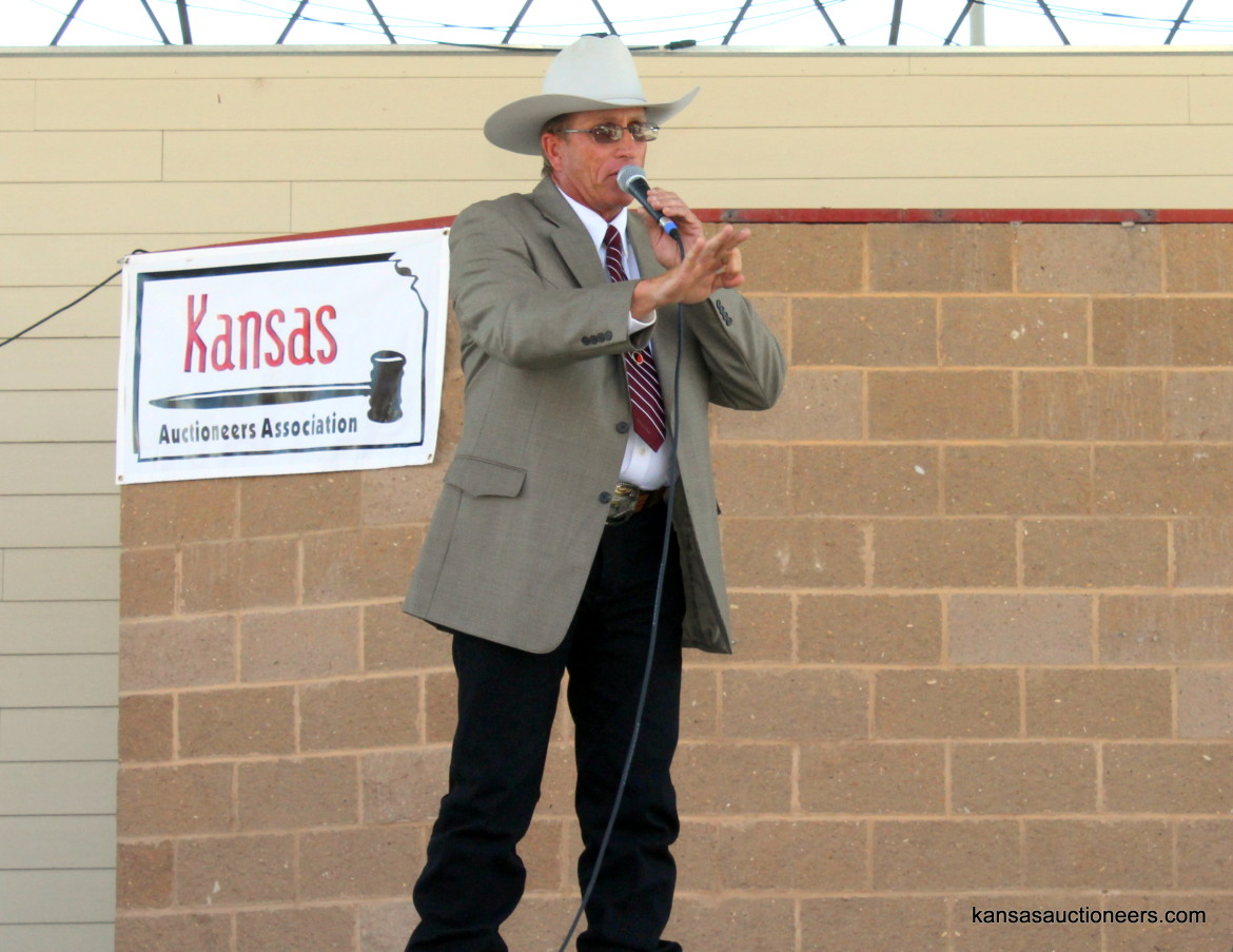 Justin Banzhaf competing in the 2015 Kansas Auctioneer finals.