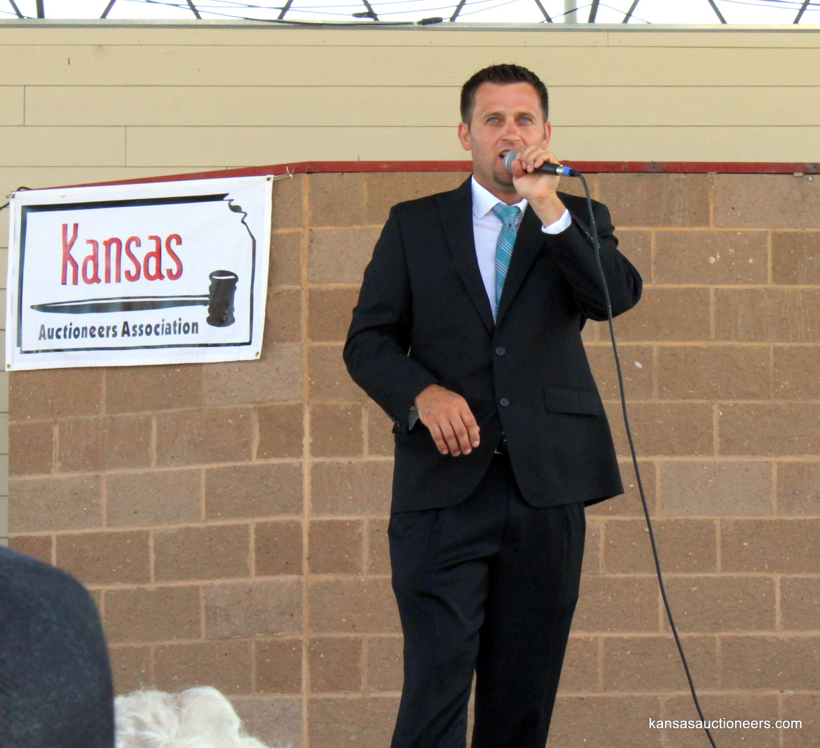Titus Yutzy competing in the 2015 Kansas Auctioneer finals.