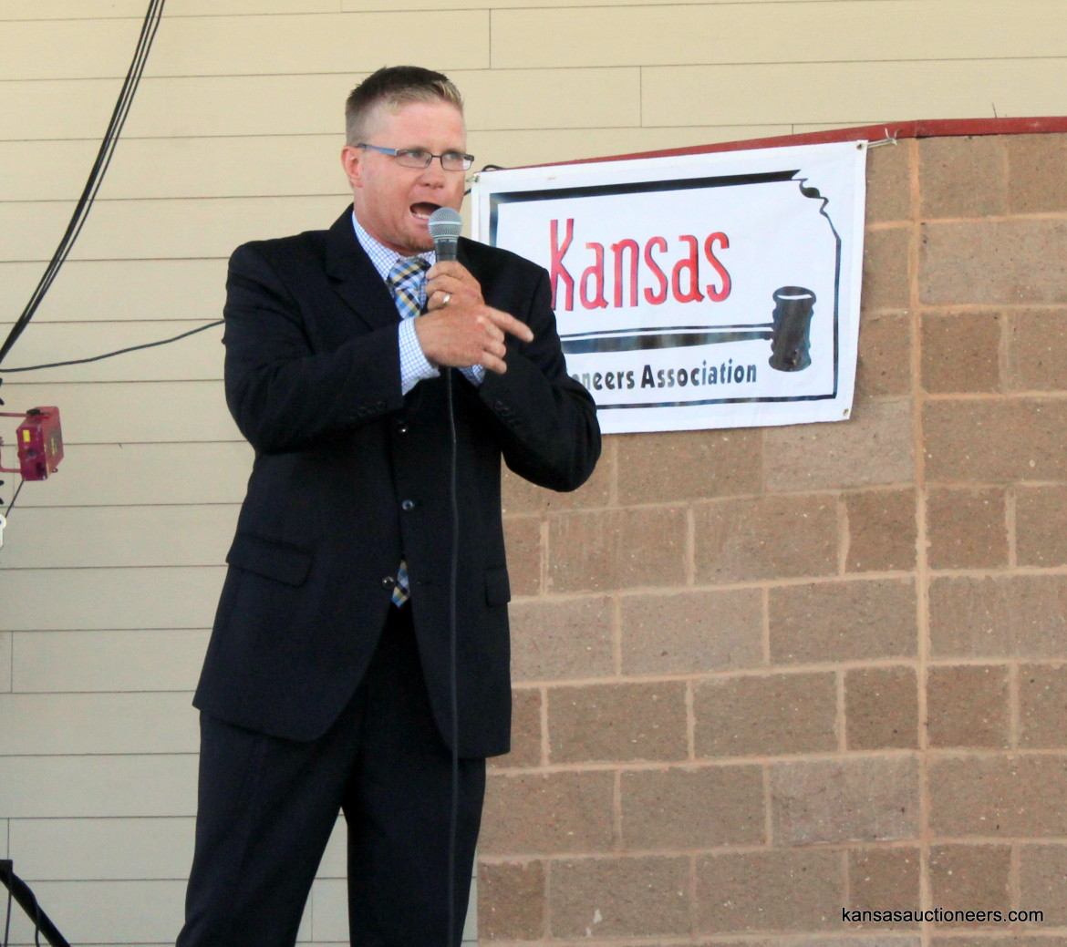 Justin Ball competing in the 2015 Kansas Auctioneer finals.