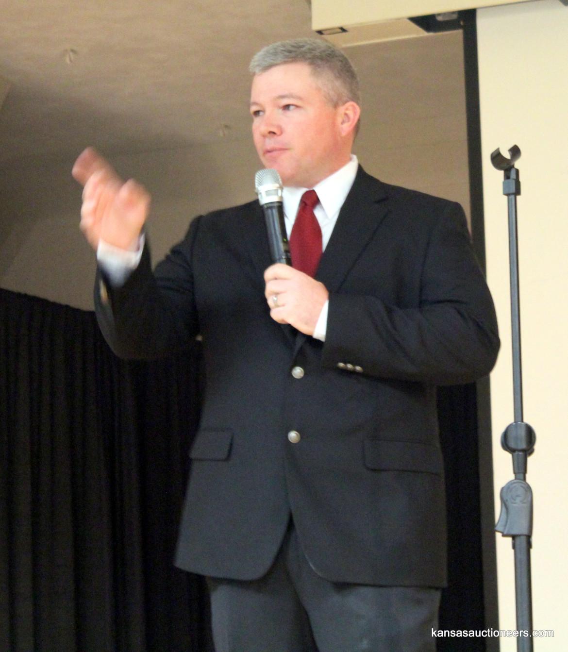 Brad Sosebee competing in the 2016 Kansas Auctioneer Preliminaries.