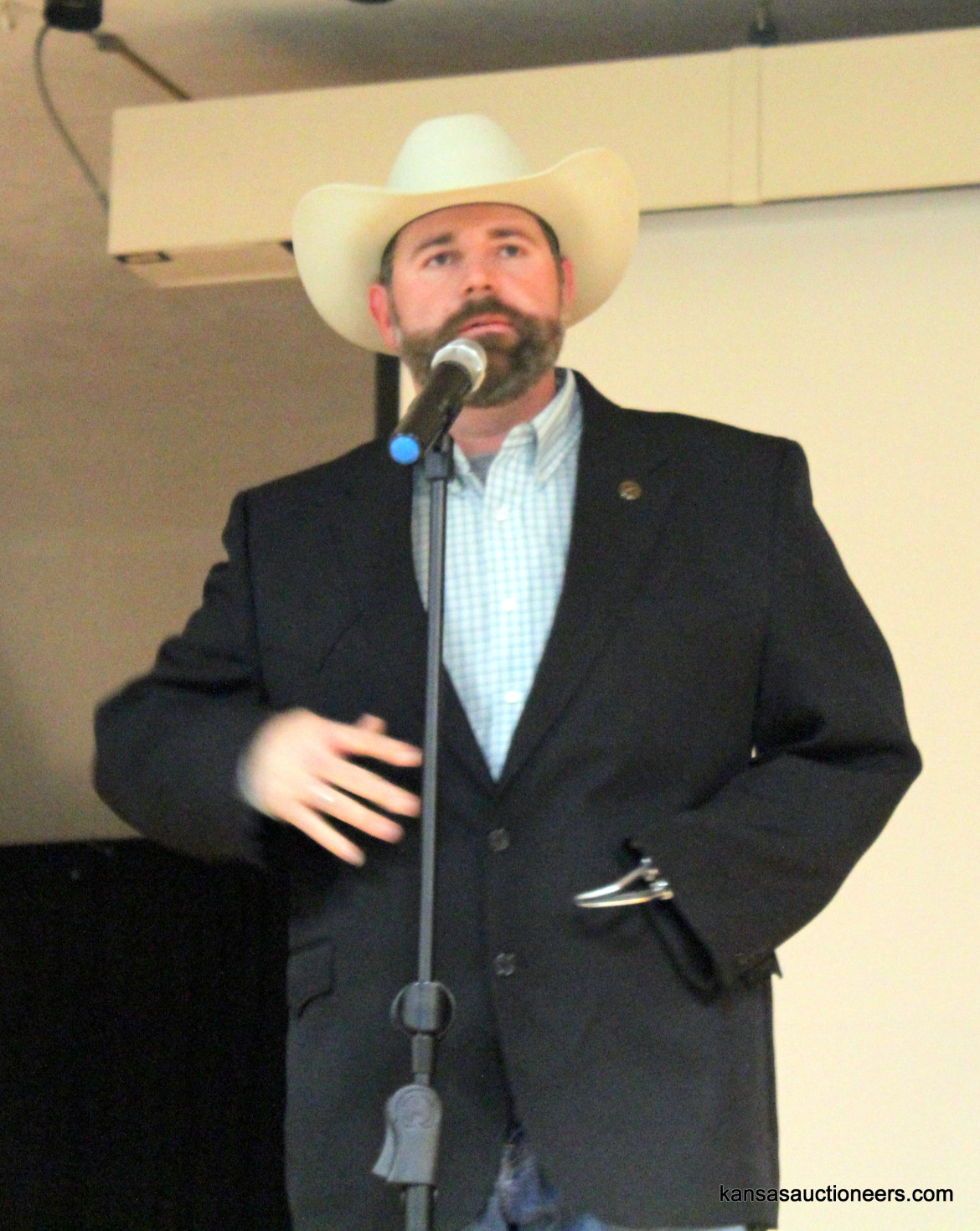 Ross Daniels competing in the 2016 Kansas Auctioneer Preliminaries.