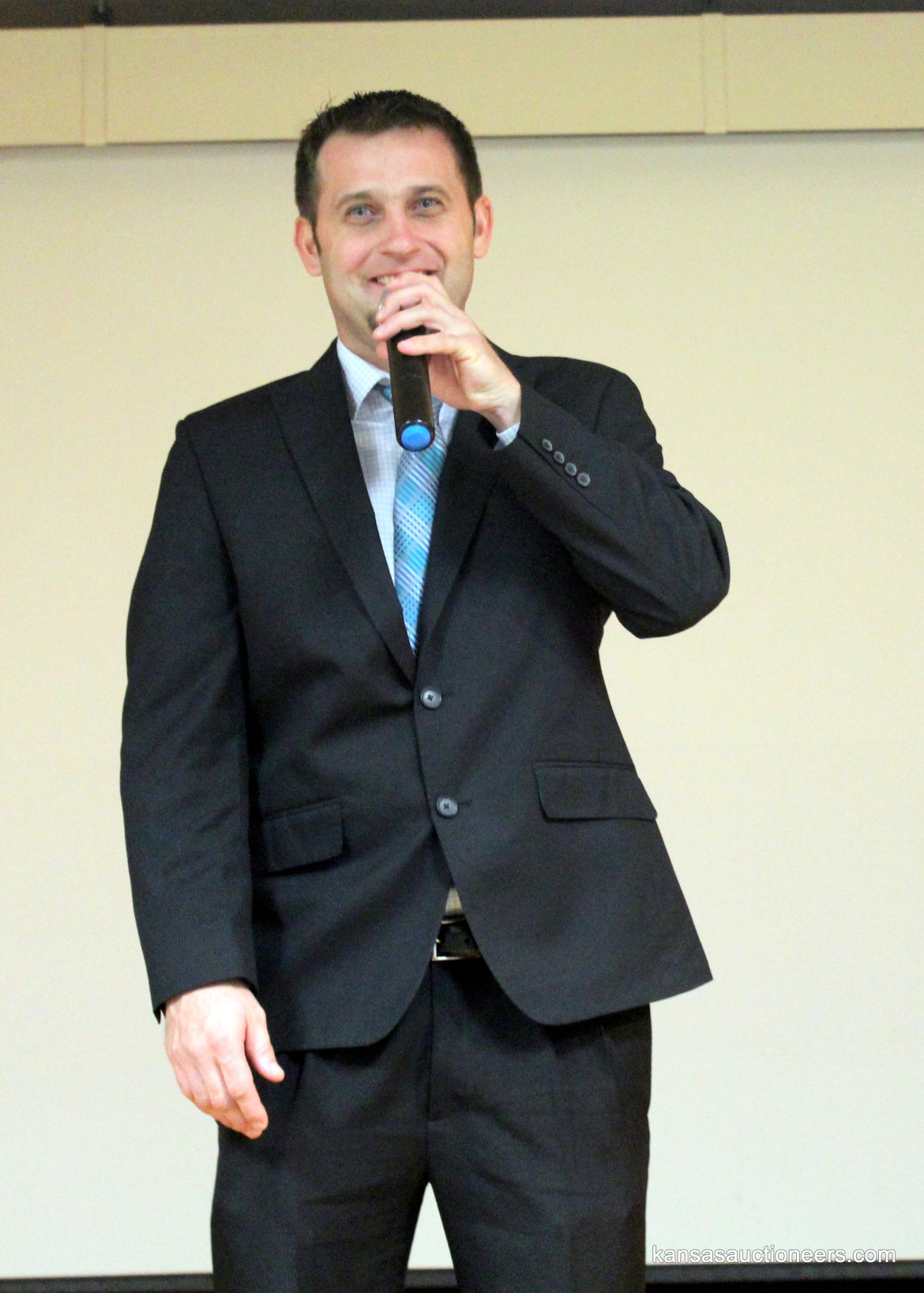 Titus Yutzy competing in the 2016 Kansas Auctioneer Preliminaries.