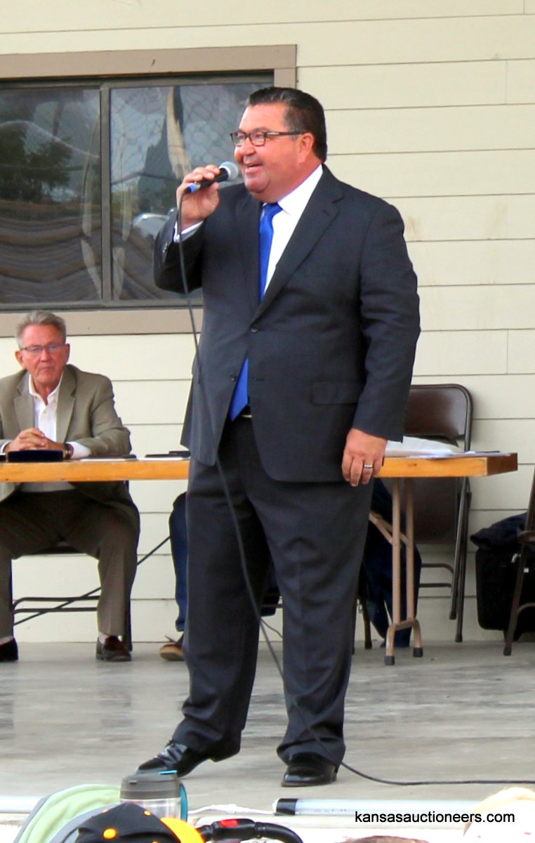 Lenny Mullin, 2015 Kansas Auctioneer Champion and MC of the 2016 championship.