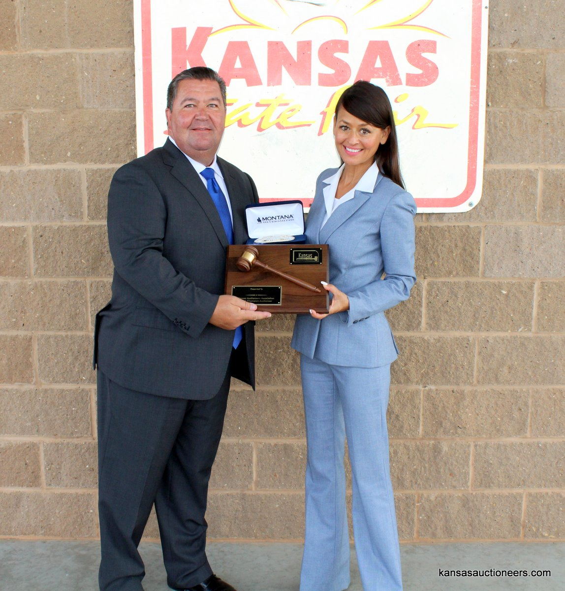 Lenny Mullin (2015 Champion) presents Yve Rojas with her 2016 Kansas Auctioneer Championship belt buckle and plaque.